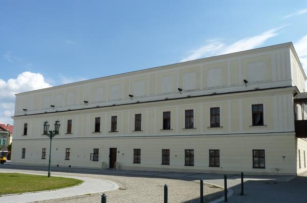 Karviná,_Masarykovo_náměstí,_Lottyhaus.jpg