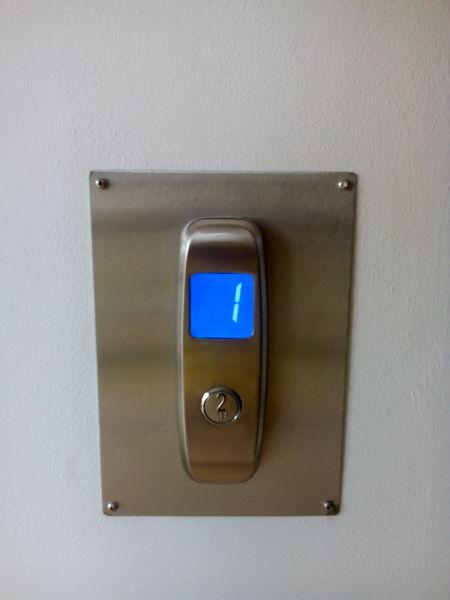 Ovládání výtahu.jpg