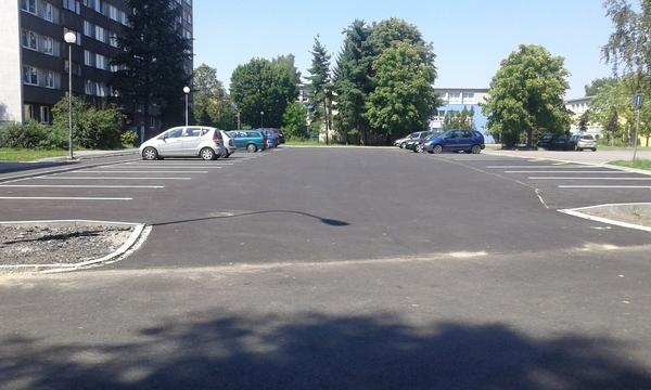 Parkoviště na ul.Eisteinova.jpg