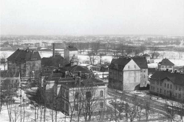 r. 1941 - pohled na zadní stranu radnice.jpg