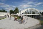 181337_cyklisti_most.jpg